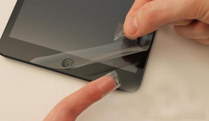 Как правильно наклеить защитное стекло на смартфон