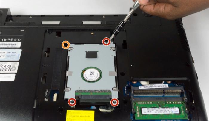Ноутбук включается, но не загружается и экран черный