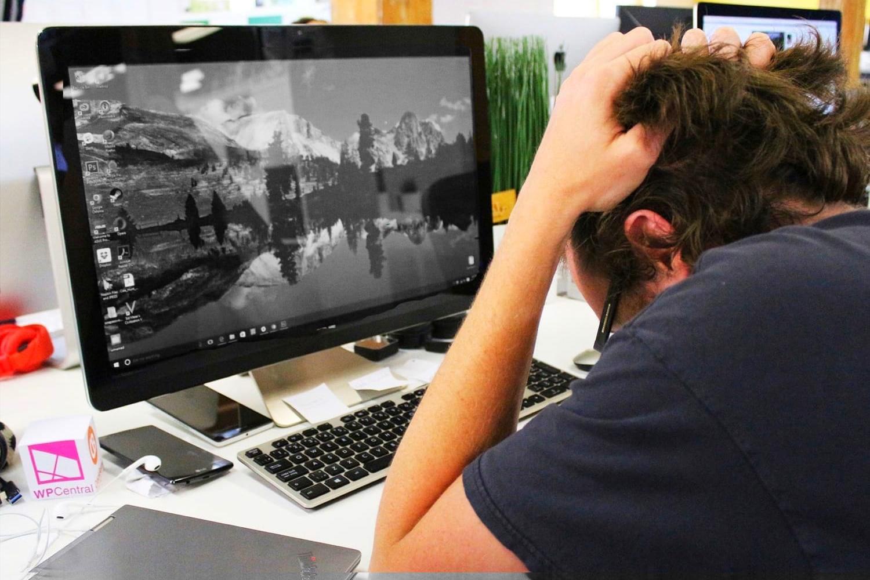 Черно белый экран Виндовс 10, как выключить?