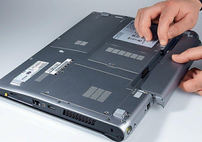 Почему батарея у ноутбука подключена, но не заряжается?